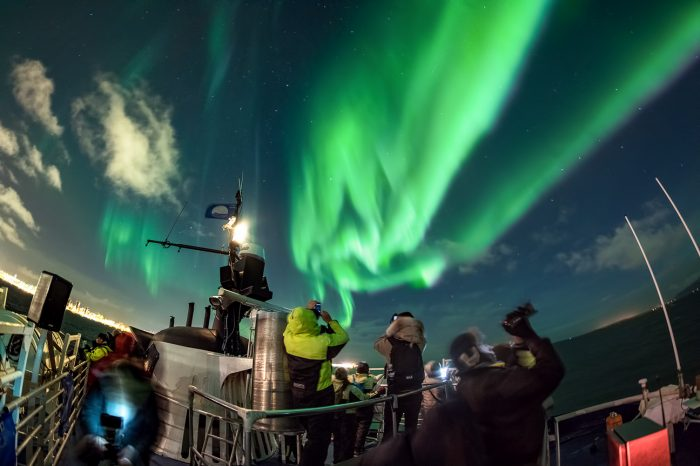 Nordlys og ishule i Vatnajökull